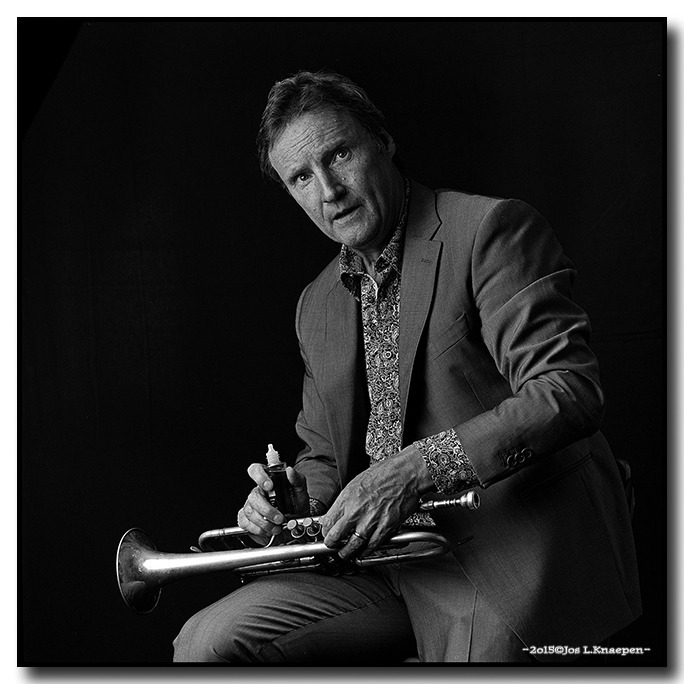 Jazz trumpetplayer Bert JORIS cleaning his instrument | ZEISS CF SONNAR 4/150 <br> Click image for more details, Click <b>X</b> on top right of image to close