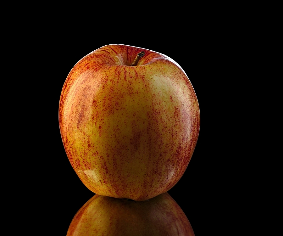 "Apple, (Malus pumila, hybrid ""Fuji"") 